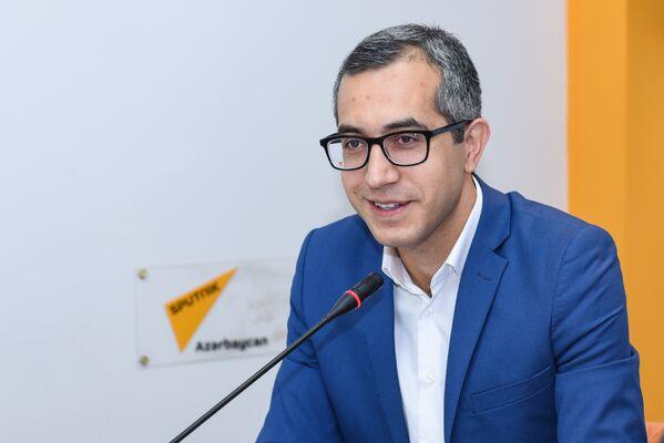 Эксперт в сфере образования Кямран Асадов в мультимедийном пресс-центре Sputnik Азербайджан - Sputnik Азербайджан
