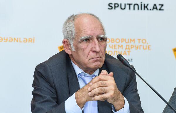 Эксперт в области образования Надир Исрафилов мультимедийном пресс-центре Sputnik Азербайджан - Sputnik Азербайджан