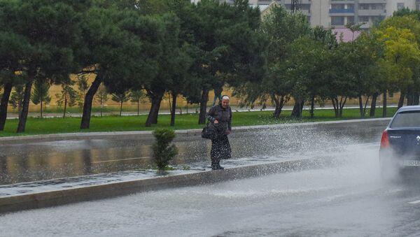 Дождливая погода в Баку. Архивное фото - Sputnik Азербайджан