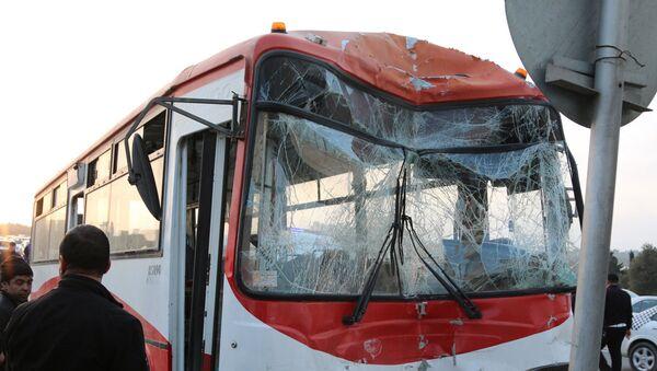 Автобус, попавший в ДТП. Архивное фото - Sputnik Азербайджан