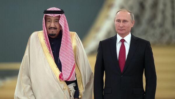 Vladimir Putin və Səudiyyə Ərəbistanı kralı Salman bin Əbdüləz - Sputnik Azərbaycan