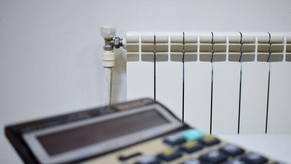 Калькулятор и комнатный обогреватель - Sputnik Азербайджан