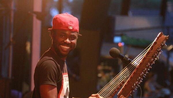 Музыкант африканского континента, гвинеец Секу Куятэ - Sputnik Азербайджан