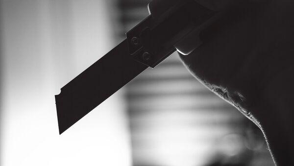 Нападение с ножом на девушку - Sputnik Азербайджан