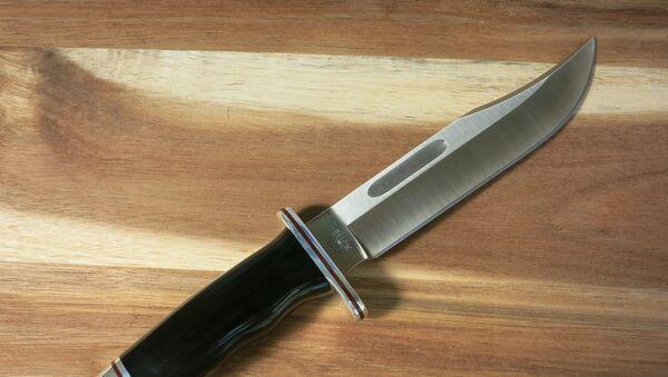 Мужчина с ножом. Архивное фото - Sputnik Азербайджан