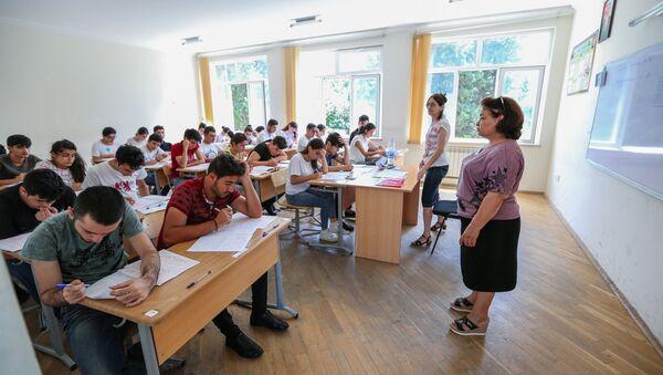 Учебный процесс в одном из вузов Баку, фото из архива - Sputnik Азербайджан