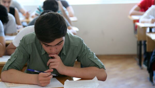 Студент в аудитории, фото из архива - Sputnik Азербайджан