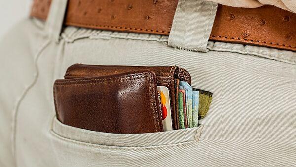 Портмоне в кармане, фото из архива - Sputnik Азербайджан