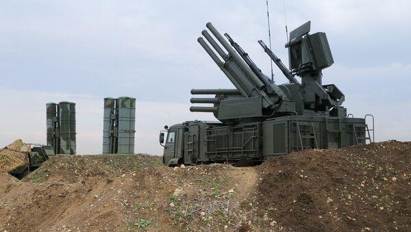 Зенитно-ракетный комплекс С-400 Триумф, архивное фото - Sputnik Азербайджан