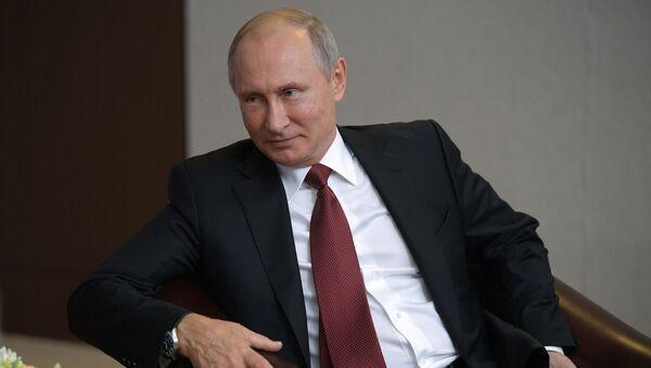 Президент РФ Владимир Путин, 11 октября 2017 - Sputnik Азербайджан