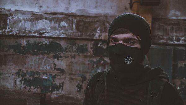 Мужчина в маске, фото из архива - Sputnik Азербайджан