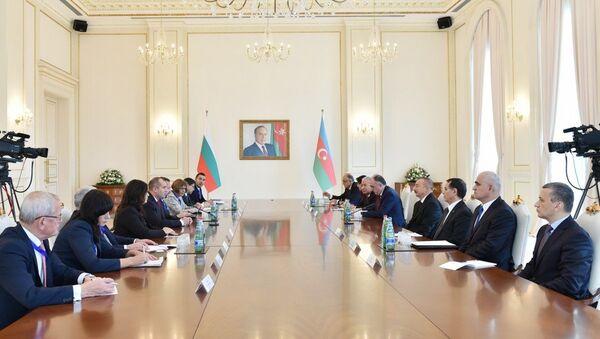 Состоялась встреча президентов Азербайджана и Болгарии в расширенном составе - Sputnik Азербайджан