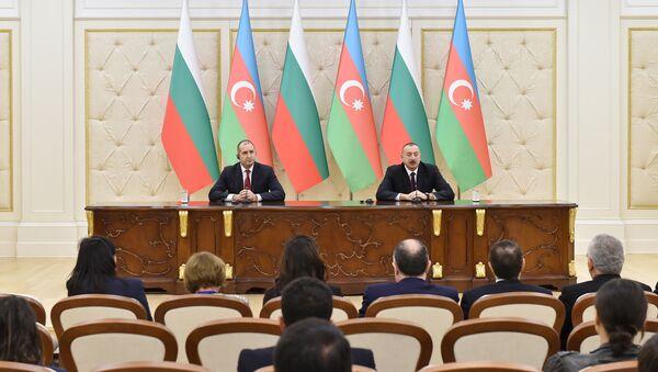 Президент Ильхам Алиев и Президент Румен Радев выступили с заявлениями для печати - Sputnik Азербайджан
