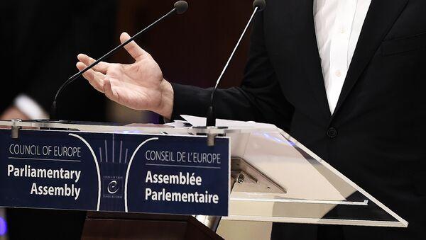 Трибуна в зале заседаний Парламентской Ассамблеи Совета Европы - Sputnik Азербайджан