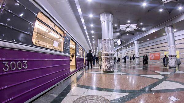 Əsaslı təmir olunmuş metro qatarı - Sputnik Azərbaycan