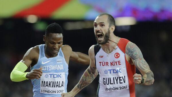 Легкоатлет Рамиль Гулиев празднует свою победу над ботсванским легкоатлетом Исааком Маквала. В результате Гулиев выиграл золотую медаль Чемпионате мира по легкой атлетике в Лондоне. 10 августа 2017 года - Sputnik Азербайджан