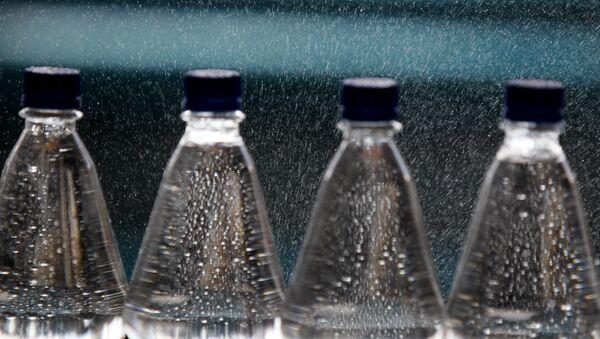Бутылки с минеральной водой, фото из архива - Sputnik Азербайджан