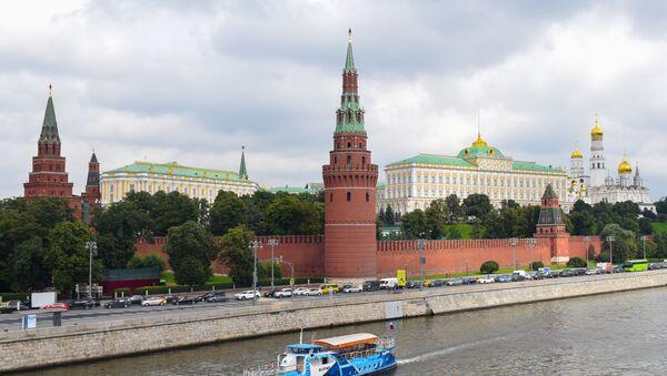 Вид на московский кремль с большого каменногомоста - Sputnik Азербайджан