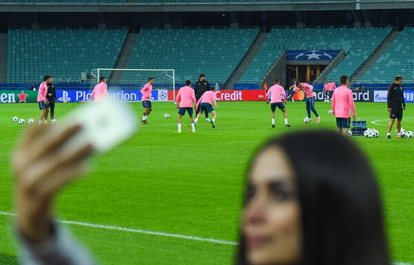Тренировка игроков ФК Атлетико на Бакинском олимпийском стадионе - Sputnik Азербайджан