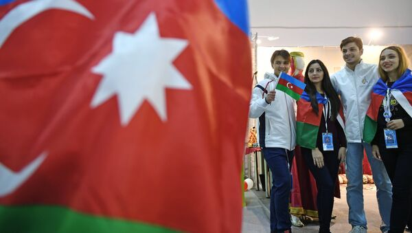 Участники XIX Всемирного фестиваля молодежи и студентов в Сочи - Sputnik Азербайджан