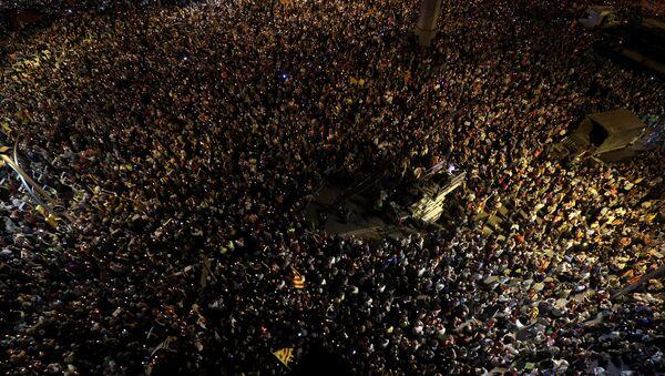 İspaniyanın Kataloniya bölgəsində on minlərlə insan, siyasi həbslərə etiraz etmək üçün mitinq keçirir - Sputnik Azərbaycan