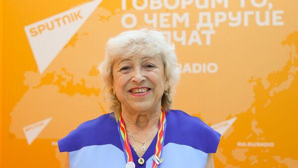 Участница молодежного фестиваля 1957 года в Москве Клавдия Тихомирова - Sputnik Азербайджан