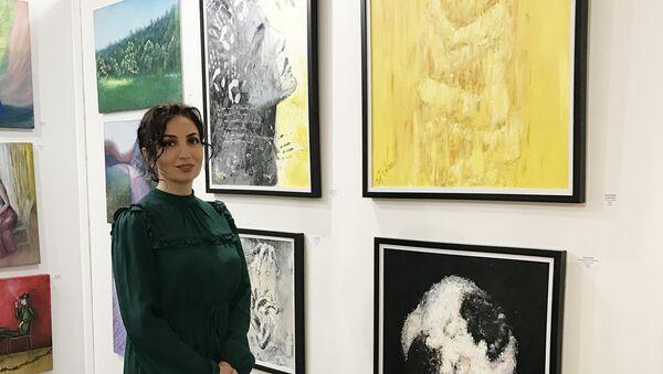 Азербайджанская художница Фидан Заман на международном фестивале современного искусства Art Shopping, Париж, Лувр, 20 октября 2017 года - Sputnik Азербайджан
