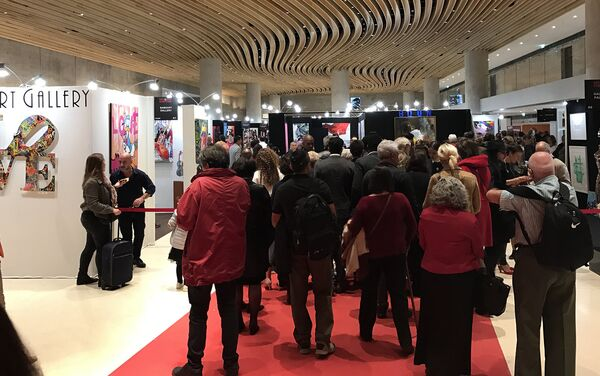 Международный фестиваль современного искусства Art Shopping. Выставочный зал Карусель де Лувр, Париж. 20 октября 2017 года - Sputnik Азербайджан