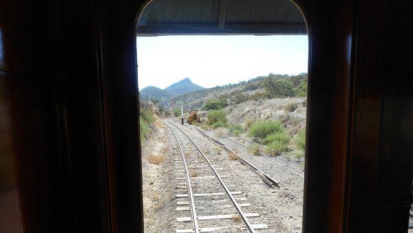 Вид на железнодорожные пути из окна вагона, фото из архива - Sputnik Азербайджан