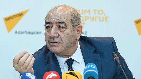Директор Республиканского центра сейсмологической службы НАНА Гурбан Етирмишли - Sputnik Азербайджан