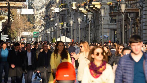 Прохожие на улице Низами в Баку - Sputnik Азербайджан