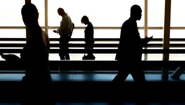 Люди в аэропорту, фото из архива - Sputnik Азербайджан