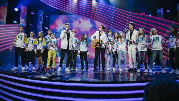 Участники международного телевизионного конкурса Во весь голос - Sputnik Азербайджан