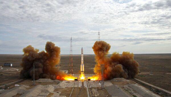 Старт ракеты-носителя Протон-М с Байконура, фото из архива - Sputnik Азербайджан