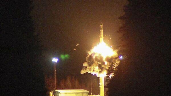Запуск межконтинентальной баллистической ракеты с космодрома Плесецк. 26 октября 2017 года - Sputnik Азербайджан