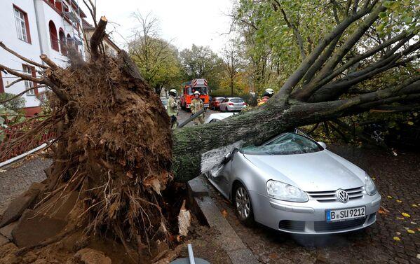 Последствия урагана Герварт в Европе - Sputnik Азербайджан
