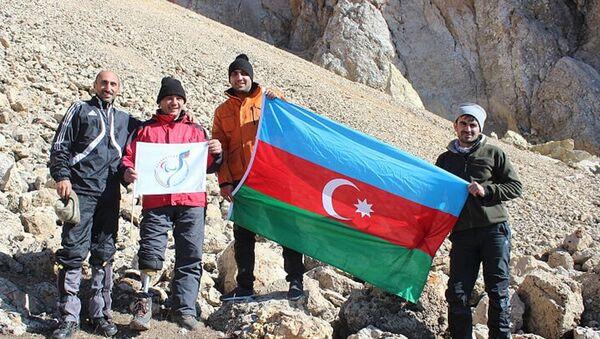 Паралимпиец, ветеран Карабахской войны Галиб Алиев, совершивший восхождение на пик Гейдар зирвеси - Sputnik Азербайджан