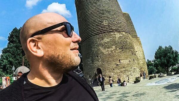 Известный российский блогер –путешественник Crazy Maks (Безумный Макс) приехал в Азербайджан - Sputnik Азербайджан