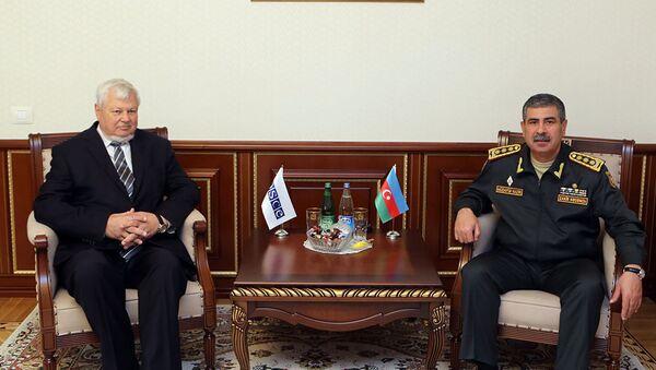 Министр обороны Азербайджанской Республики генерал-полковник Закир Гасанов встретился с личным представителем действующего председателя ОБСЕ Анджеем Каспшиком - Sputnik Азербайджан