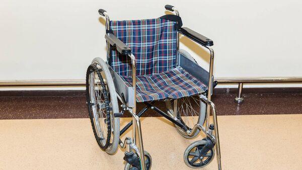 Инвалидная коляска в Бакинском аэропорту - Sputnik Азербайджан