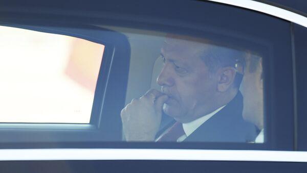 Президент Турции Реджеп Тайип Эрдоган в салоне автомобиля, фото из архива - Sputnik Азербайджан