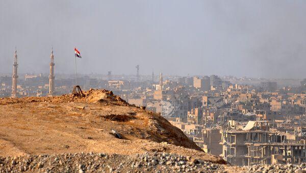 Вид Дейр-эз-Зора во время операции сирийской армии против террористов, 2 ноября 2017 года - Sputnik Азербайджан
