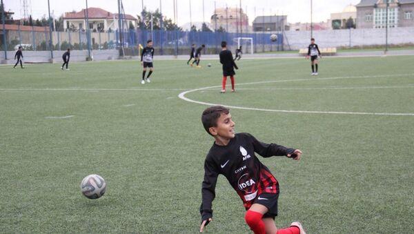Вице-президент Фонда Гейдара Алиева Лейла Алиева поддержала юных футболистов - Sputnik Азербайджан