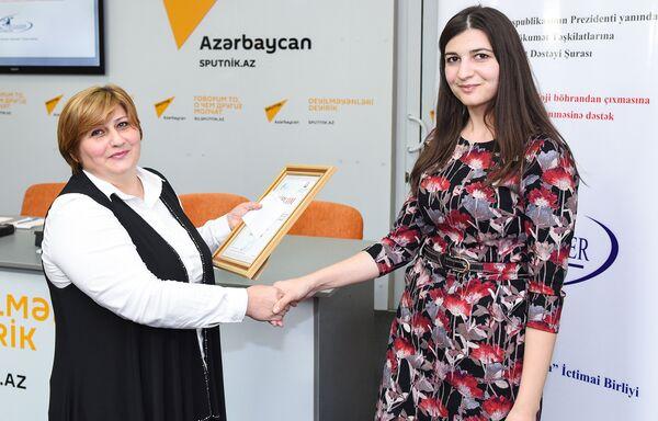 Обсуждения по поиску путей решения социально-психологических проблем азербайджанских женщин прошли в мультимедийном пресс-центре Sputnik Азербайджан. - Sputnik Азербайджан