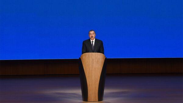 В Азербайджане проходит торжественная церемония по случаю добычи двух миллиардов тонн нефти - Sputnik Азербайджан