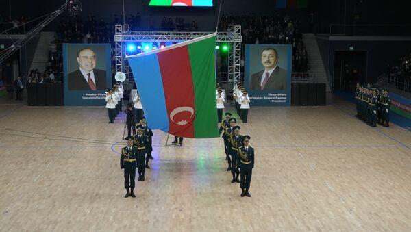 Üçrəngli bayrağın şərəfinə Bakıda bayram coşqusu - Sputnik Azərbaycan