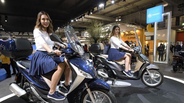 Milanda 75-ci EICMA-2017 motosalonu, skuterlər - Sputnik Azərbaycan