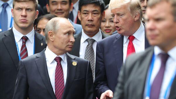 Президент РФ Владимир Путин и президент США Дональд Трамп - Sputnik Азербайджан