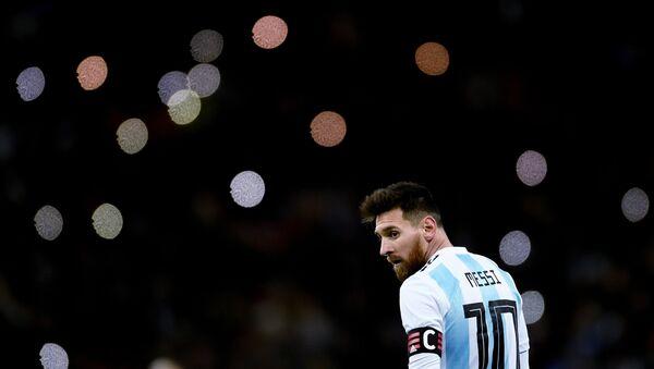 Лионель Месси (Аргентина) в товарищеском матче между сборными командами России и Аргентины - Sputnik Азербайджан