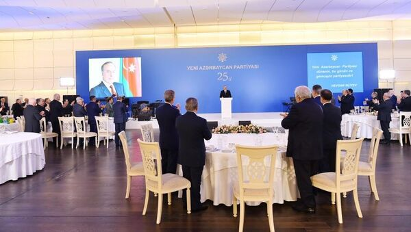 Президент принял участие в торжественной церемонии по случаю 25-й годовщины создания партии Ени Азербайджан - Sputnik Азербайджан